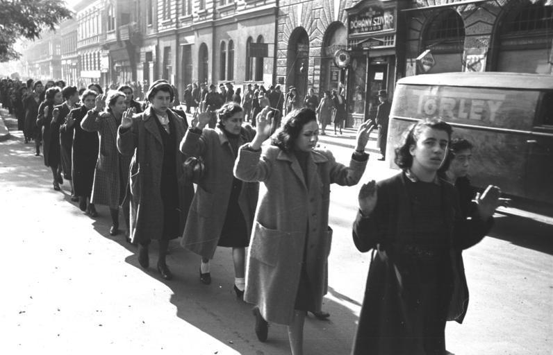 persecution of Jewish women during world war II